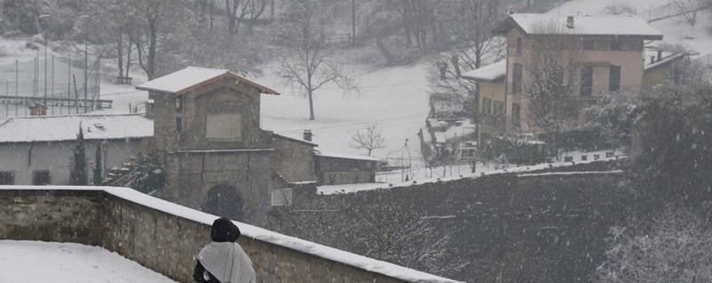 La neve è sempre la neve... La magia dei fiocchi bianchi su Città Alta