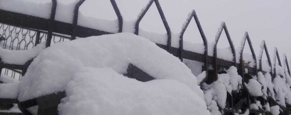 Le valli innevate, fiocchi bianchi in città Chiuse dieci scuole in tutta la provincia