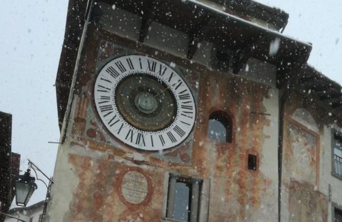 La torre dell'orologio a Clusone