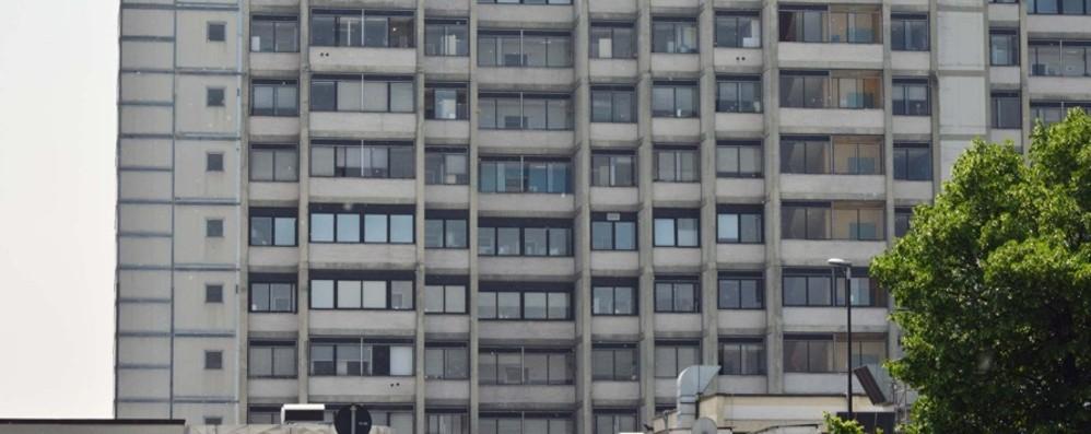 Cade dalla bici a Bariano Batte la testa, grave 77enne
