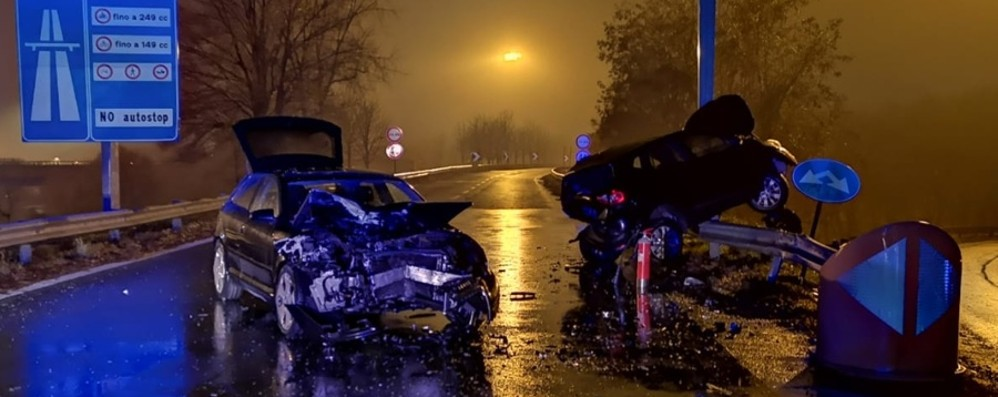 Schianto in circonvallazione a Bergamo Feriti due giovani di 24 e 26 anni