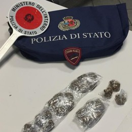 Senza biglietto sul tram delle Valli In tasca ha anche marijuana e hashish