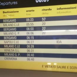 Guasto a Rovato, ritardi per i pendolari L'ironia: ecco il nostro San Valentino
