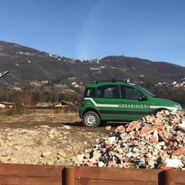 Solai e muri demoliti usati come terrapieni Discariche abusive: prese altre tre ditte