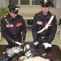 Lovere, cocaina e soldi nascosti nella botola segreta dell'auto