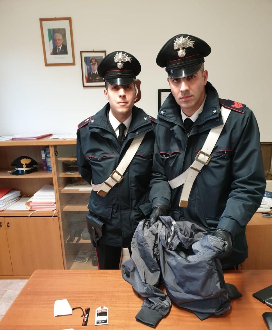 Il giubbotto recuperato dai carabinieri