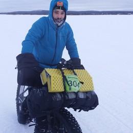 Ronnie, in bici per 563 km in Alaska  Fra alci, lupi a meno quaranta gradi