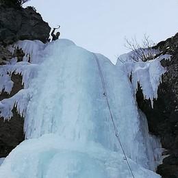 Cascata di ghiaccio di 200 metri La sfida più ambita dai climbers - Foto