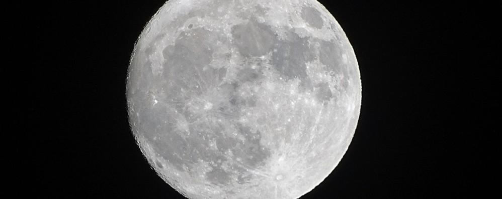 La Superluna dà spettacolo nel cielo  Ecco tutte le vostre foto, inviaci la tua