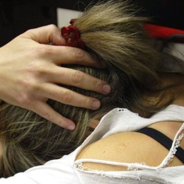 Medolago, insulta e picchia la convivente Le provoca aborto, la donna lo denuncia