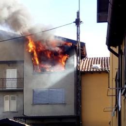 Ricarica l'accendino con la bombola  a gas Rogo in casa a Rovetta,84enne  ustionata