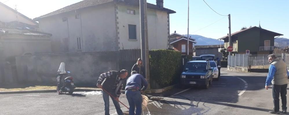 Gandino, schianto tra auto e moto In ospedale motociclista 54enne