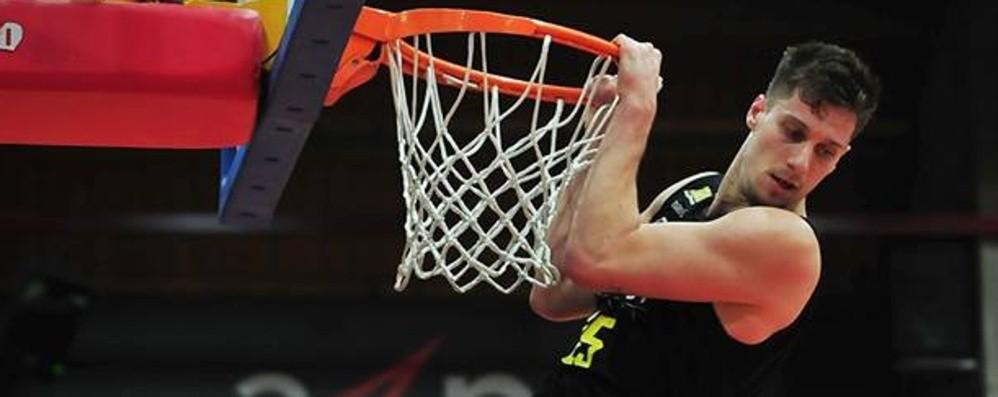 Tiri liberi sul basket orobico Bergamo e Remer, ottiche differenti