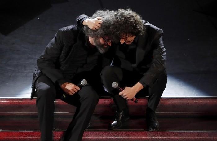 Italian singers Simone Cristicchi (L) and Ermal Meta (R)