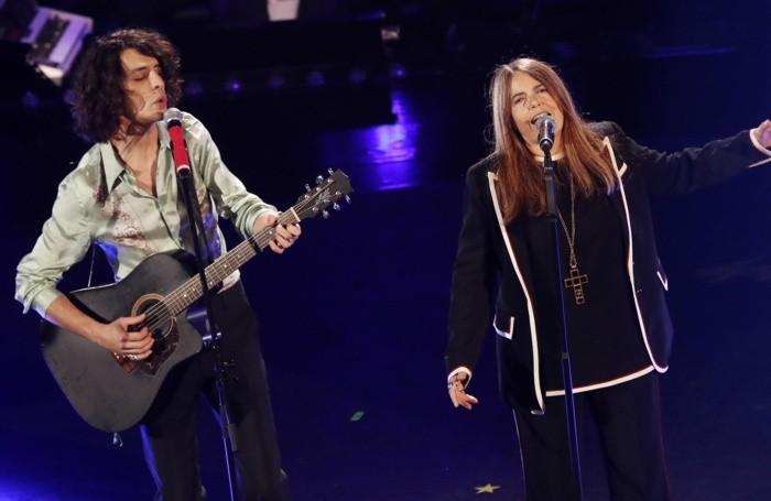 Italian singers Motta (L) con Nada (R)