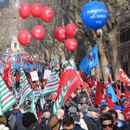 Sindacati  in piazza contro il Governo In centinaia a Roma anche da Bergamo
