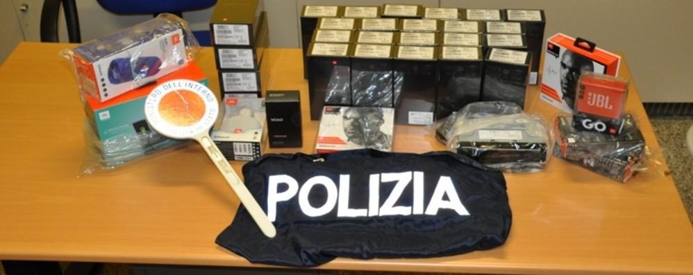 Ruba telefonini per 15mila euro nel   magazzino dove lavora,  arrestato 22enne