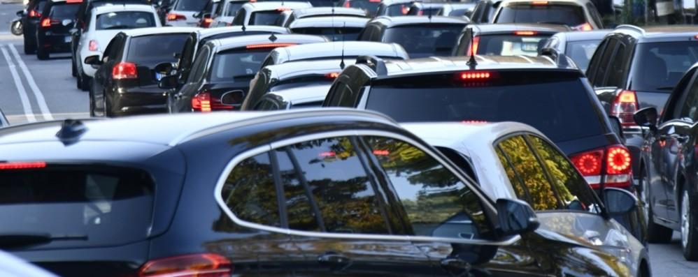 Val Seriana paralizzata dal traffico Code anche a Seriate e Orio