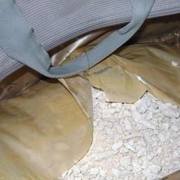 Nove chili di eroina per i locali milanesi Presi marito e moglie, vivevano a Osio