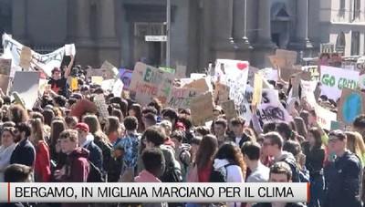 Bergamo - In migliaia marciano per il clima