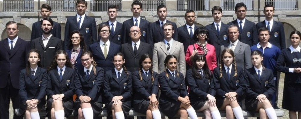 I ragazzi de «Il Collegio 3» a Stezzano Ospiti a Le Due Torri per il meet & greet
