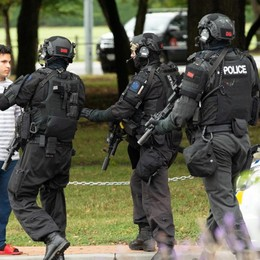Nuova Zelanda, strage in due moschee Il bergamasco: «Noi barricati in casa»