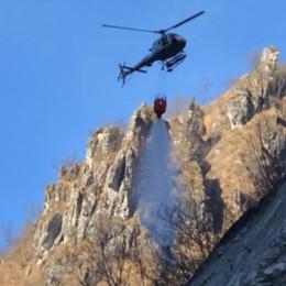 Orridi della Val Taleggio in fiamme Incendio arginato la strada riapre- Video
