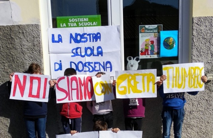La scuola primaria di Dossena, sciopero bianco dei piccoli alunni e dei maestri
