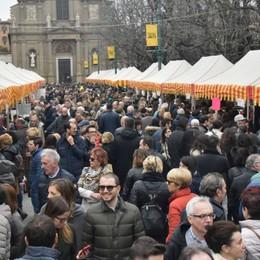 «Lo Sbarazzo» fa il pieno sul Sentierone In 40mila in centro e si pensa già al bis