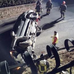 Parre, auto esce di strada e si ribalta 20enne finisce in ospedale -Foto