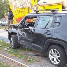 Auto contro tram in via Bianzana Tre feriti lievi a Bergamo -Foto