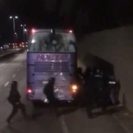 «A Firenze aggrediti dalla polizia» Esposto di 49 tifosi atalantini