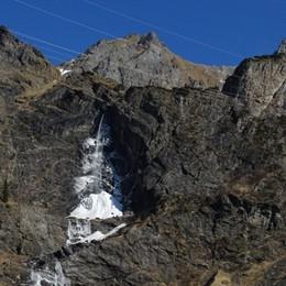Cascate del Serio di nuovo ghiacciate Gelata fuori stagione: al Curò - 5 gradi