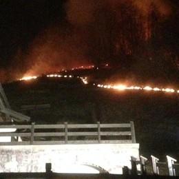 Incendio a Magnone di Colere Fiamme vicino all'abitato