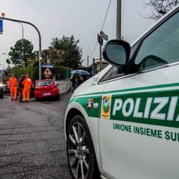 Malore in auto per un 55enne di Gorno Salvato dai vigili al posto di blocco