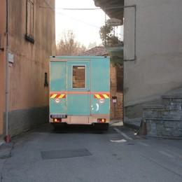 Balcone «vittima» dei camion Famiglia esasperata a Sotto il Monte