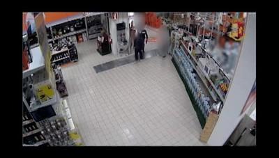 I ladri ripresi dalle telecamere di sorveglianza