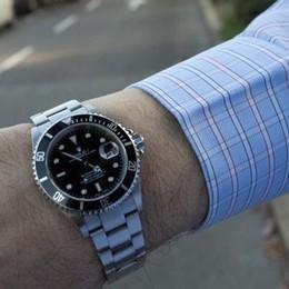 «Serve la badante?». E gli sfila il Rolex In città rubati due orologi in tre giorni