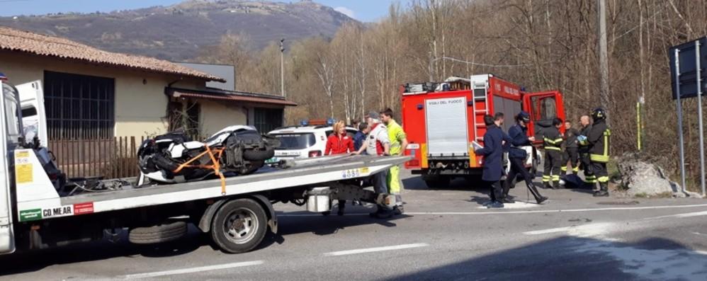Casnigo, schianto auto contro moto Gravissimo 57enne, trasportato in elicottero
