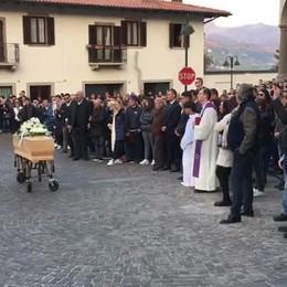 Foresto, folla ai funerali di Alberto Lochis