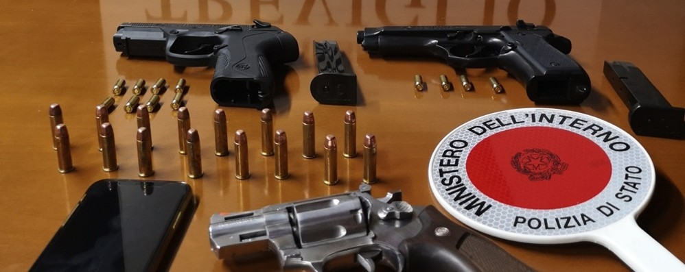 In casa una pistola con matricola abrasa Treviglio, arrestato un trentenne