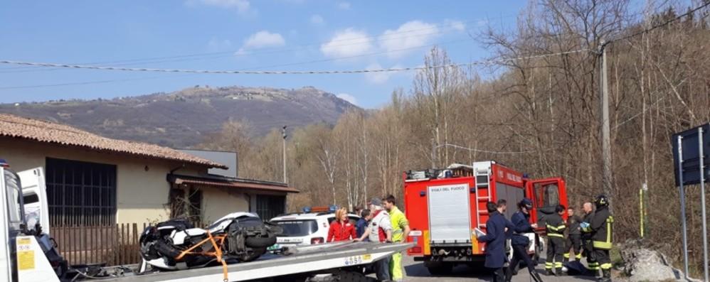 Casnigo, auto contro moto  È un vigile del fuoco l'uomo ferito