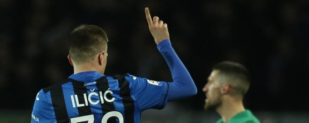 Atalanta-Fiorentina omaggio ad  Astori Minuto di silenzio  al 13' e lacrime di Ilicic