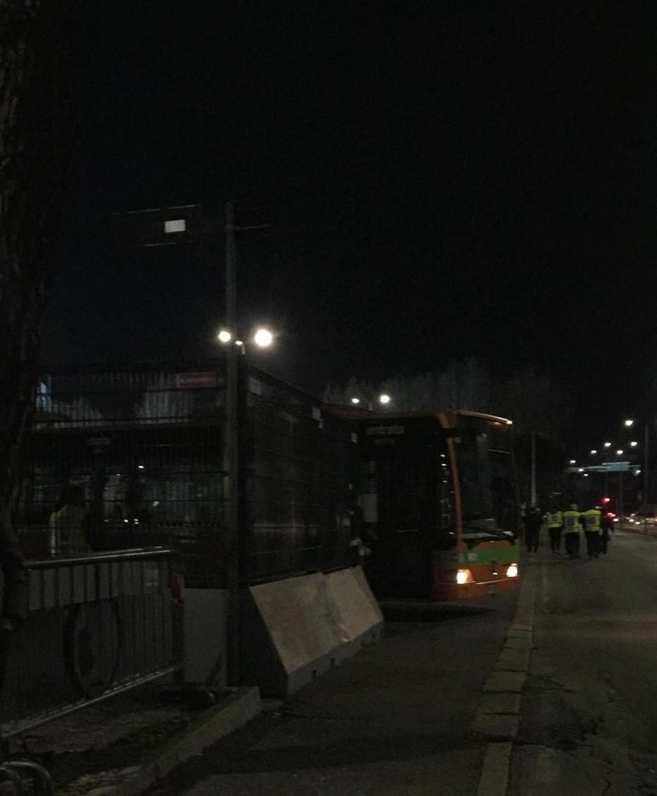 L'ultimo bus dei tifosi fiorentini che ha lasciato lo stadio alle 20.30 senza alcuna tensione