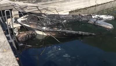 Le barche distrutte a Predore