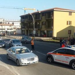 Investito mentre attraversa la strada Sarnico, grave 81enne di Adrara