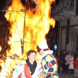 San Giovanni Bianco accende il rogo di Arlecchino