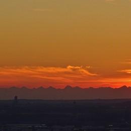 Bergamo raccontata con un tramonto? Gli scatti più belli di una serata di marzo