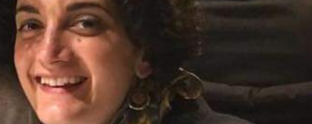 L'addio ad Alessandra, mamma di 34 anni Un male crudele la strappa ai suoi 2 bimbi