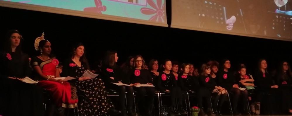 Serata di emozioni al Centro congressi Sul palco le storie di 84 donne